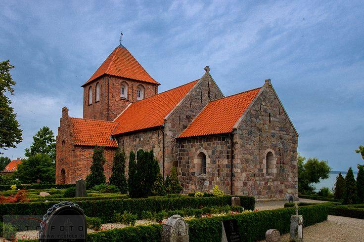 Lille Lyngby nær Hillerød på Nordsjælland #Bryllup #Wedding #Bryllupsfotograf #Intofoto #Bryllupsfoto #Bryllupsfotografering #Hillerød #Nordsjælland #Lille Lyngby #Kirke #Church