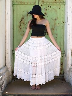 Free pattern: 20 minute crochet lace gypsy skirt....This would be pretty dyed a different color. Or in gradually darker color (light at the top)