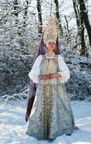 Festive attire of a married woman from the town of Galich, Kostroma Province, Russia. Modern work according to the fashion of the 19th century. #Russian #folk #national #costume