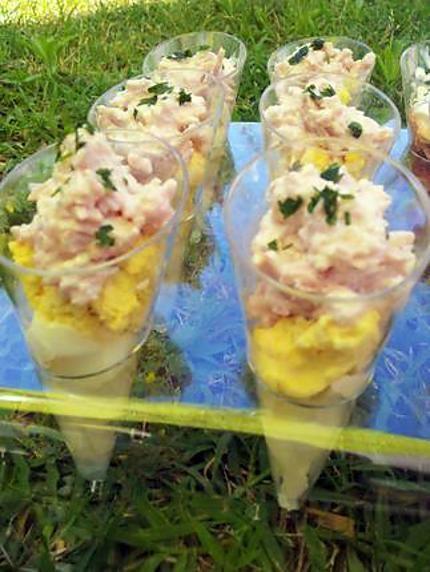 La meilleure recette de Verrine aux oeufs mimosa et sa mousse de jambon! L'essayer, c'est l'adopter! 5.0/5 (6 votes), 10 Commentaires. Ingrédients: 5 oeufs dur de la mayonnaise maison 4 tranche de jambon 4 càsoupe de creme fraiche du persil