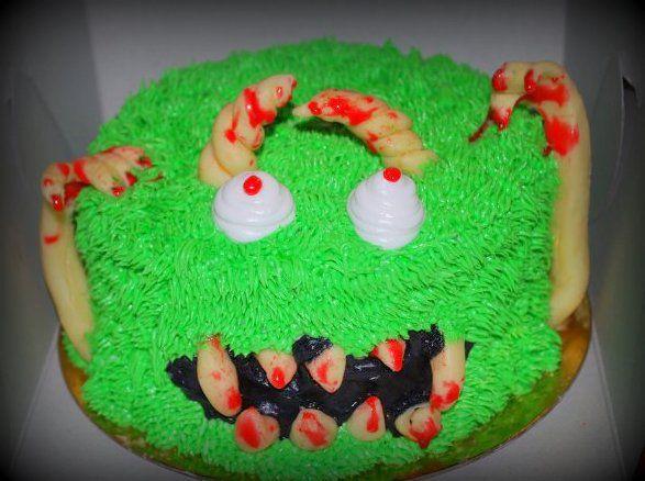 Gâteai halloween monstre en crème au beurre et chocolat à sculpter Halloween monster cake in butter cream and molding chocolate