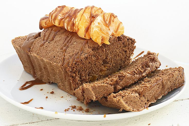Plumcake al cacao e vaniglia con mandarini e crema di nocciola.