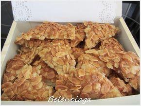 Estas galletas de hojaldre y almendras las descubrí hace años en el blog de María Dolores, Cuinant, para mí un blog de referencia, y una garantía de éxito de todas sus recetas. Desde entonces las he preparado muchas, muchas veces, para casa y para regalar,...