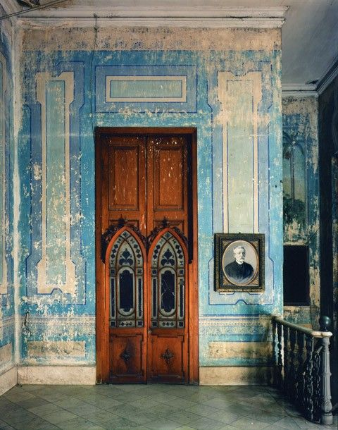 love the faded trompe l'oeil panelling