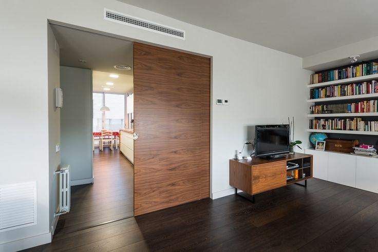 Puerta corredera de madera | Proyecto de reforma Moscou | Standal #puertas #madera #interiorismo #decoración #Barcelona