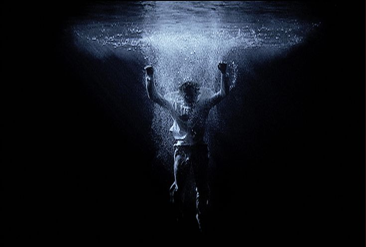 Bill Viola, Ascension, 2000, installation vidéo sonore, 10 minutes, performeur : Josh Coxx, Bill Viola Studio, Long Beach, Etats-Unis, Photo...