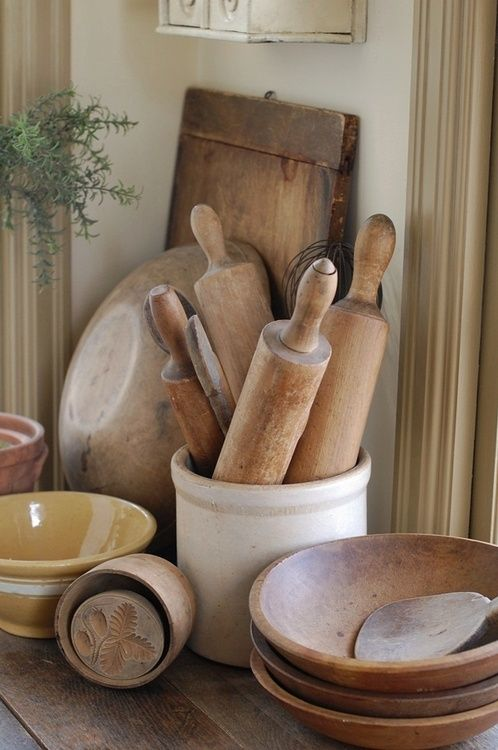 Lots of Wood Kitchen Utensils - Luv this.