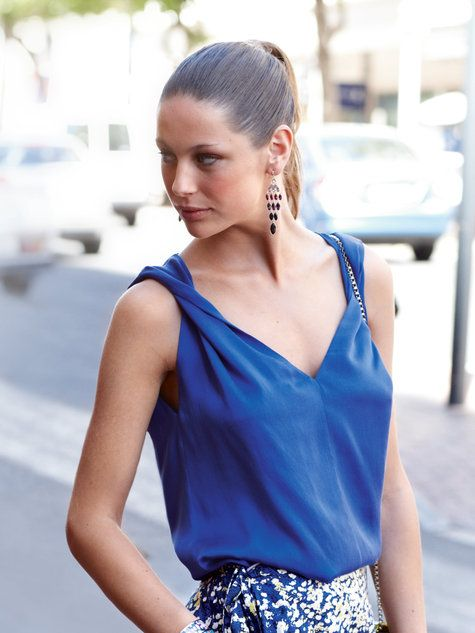 A lovely tank made in washed silk. The tank is made from a double layer of fabric, so the straps can be twisted without see the wrong side.