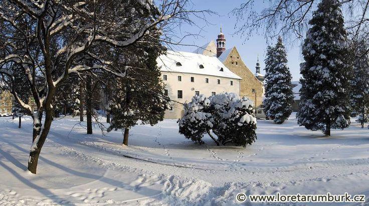 Loreta-Rumburk_pohled-na-bývalou-klášterní-budovu-z-klášterní-zahrady_foto-Jiří-Stejskal.jpg (1000×559)