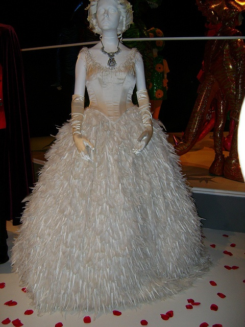 64 best once upon a time costumes images on pinterest for Snow white wedding dress once upon a time