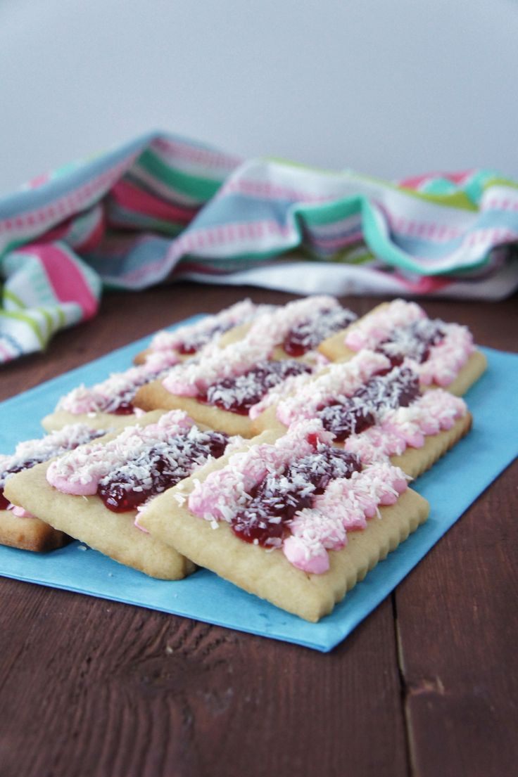 Iced Vovo Biscuits | Close Encounters of the Cooking Kind