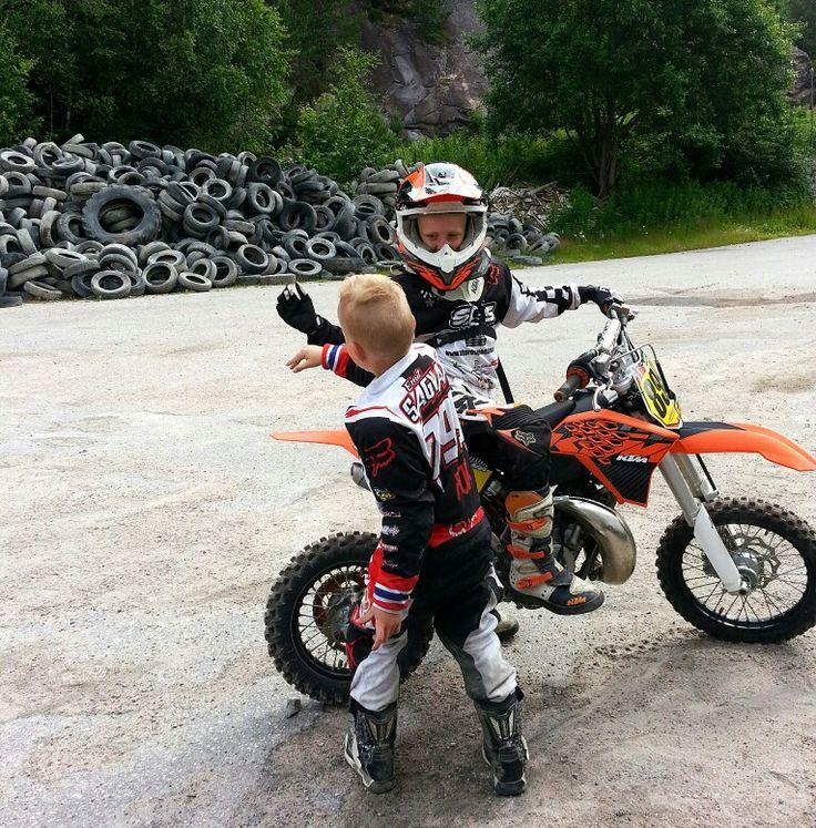 childrens bikers deliver bears - 736×747