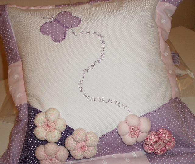 almofada lilás by Oficina do retalho, via Flickr