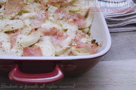 I finocchi gratinati prosciutto e mozzarella light sono un secondo piatto leggero perché senza besciamella ma gustoso. Ricetta finocchi gratinati al forno.