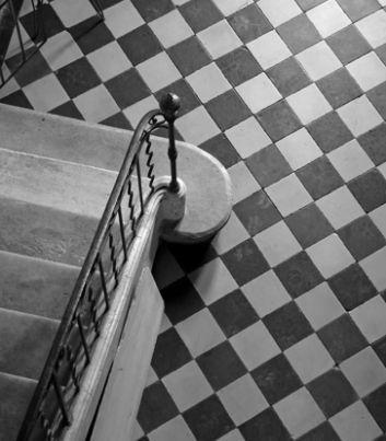Les 25 meilleures id es concernant sol en damier sur pinterest cuisine vint - Carrelage ancien noir et blanc ...