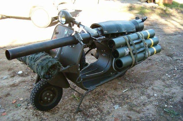 bazooka vespa 150 TAP 4   Le bazooka vespa ou vespa 150 TAP   vintage vespa TAP scooter photo parachute image guerre canon bazooka
