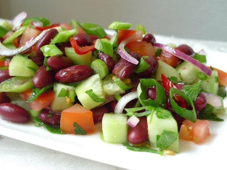 Een heerlijk frisse salade met kidneybonen. Als supergezonde lunch of 's avonds met een stukje vis of vlees.  | http://degezondekok.nl