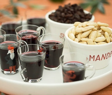 Glögg (Swedish mulled wine) served with almond and raisin.