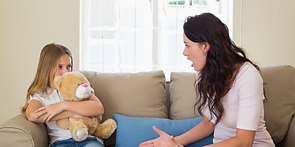 Le 5 frasi che UMILIANO i bambini e peggiorano l'autostima (vi diciamo anche l'antidoto)