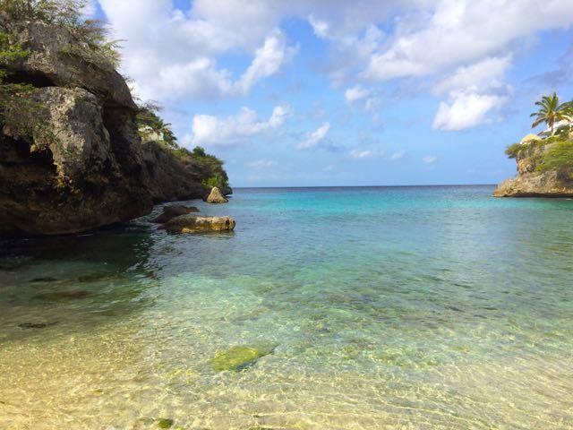 Playa Lagun is een klein strand bij Westpunt waar je heel veel kans hebt om schildpadden te spotten dus neem je snorkelset mee!