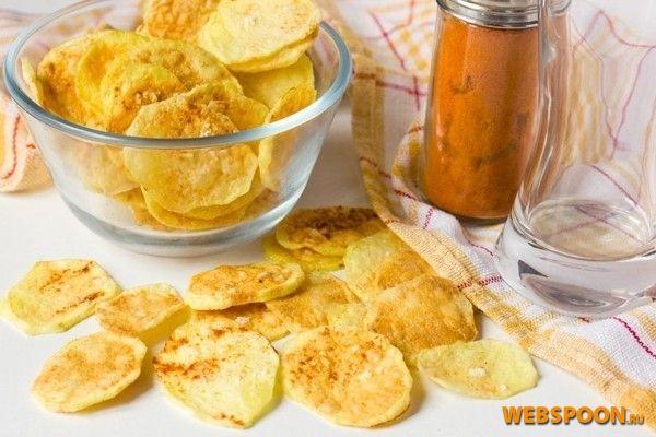 Фото Картофельные чипсы с паприкой в микроволновке