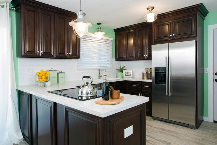 Kitchen Countertop Colors Pictures Ideas From Hgtv: The Bold Contrast Of The Dark Cabinets With White Quartz