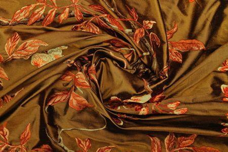 Sublime soie brodée pour réaliser de magnifiques double-rideaux .
