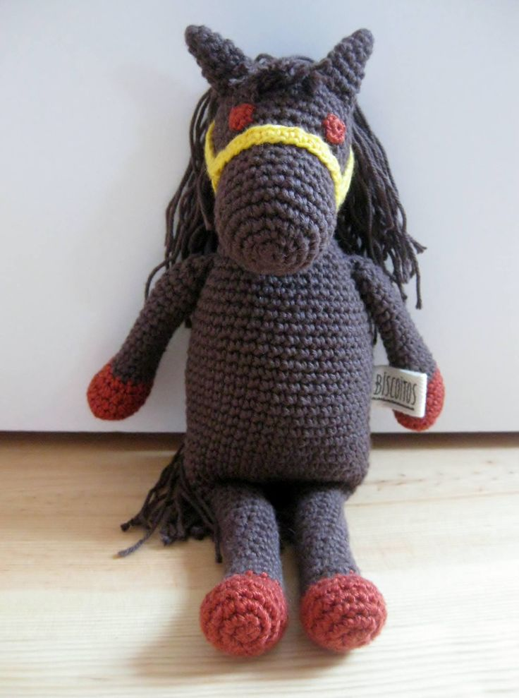 handmade horse (crochet) https://www.facebook.com/Biscoitos.handmade/photos/pb.1648132372140699.-2207520000.1459369985./1727458800874722/?type=3&theater