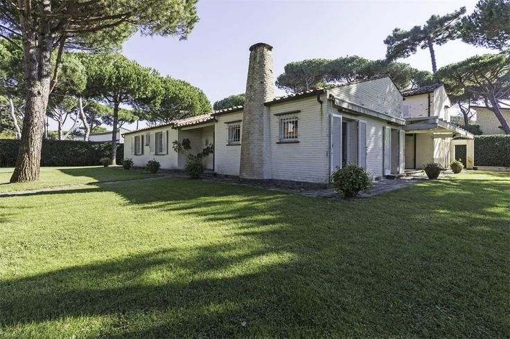 Charming villa with garden near the sea    Marina Di Pietrasanta, Lucca, Italy – Luxury Home For Sale