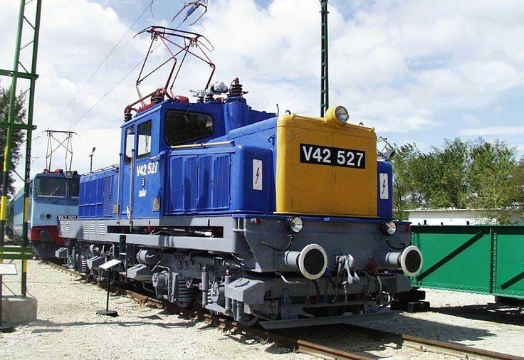 Ganz VM11/VM12 type universal locomotive V42 series in Hungary