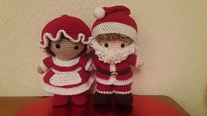 Here are my two Weebee model dolls all dressed up as Mr and Mrs Claus! How wonderfully festive do they look!