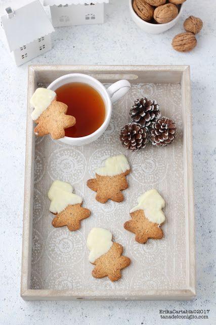 """La tana del coniglio: Biscotti """"albero"""" alle noci e cioccolato bianco"""