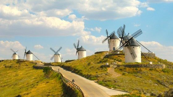 Non solo Olanda. Dalle Cicladi alla Mancia, i mulini-icona d'Europa