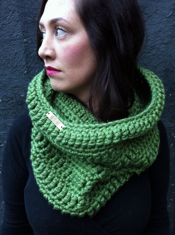Chunky Hooded Cowl Scarf Vegan / AVOCADO / by ZiemaCraft on Etsy