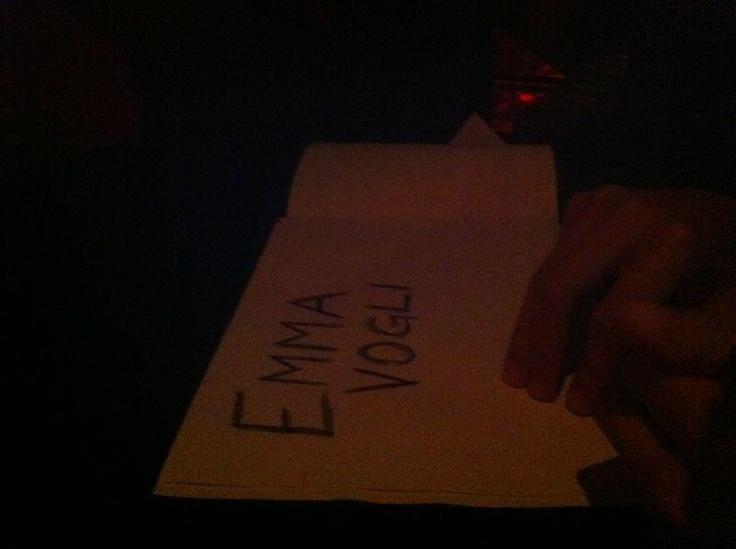 I #fan di @Emma_Marrone si preparano per l'esibizione della loro star ;) Ma cosa vorranno da Emma? :) #PugliaSoundsinLondon