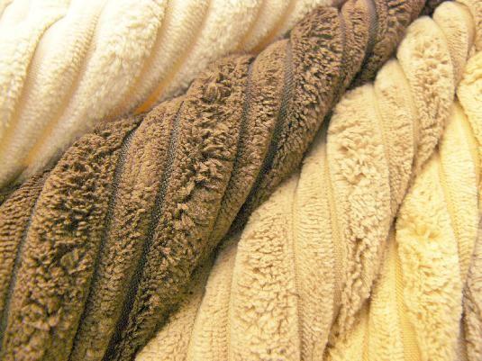 LUXURY VELVET COLLECTION: Tapisseria de vellut que es pot rentar a casa. | Tapicería de terciopelo lavable en casa. #velvet #terciopelo #vellut #tapiceria #tapisseria #upholstery