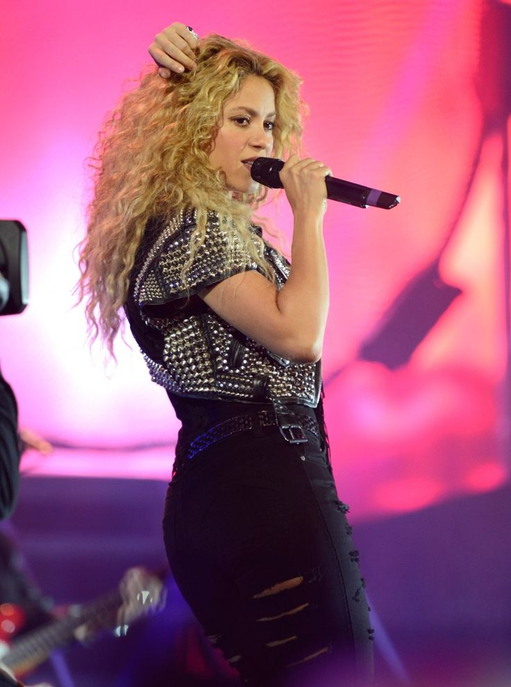 Shakin' things up. Shakira spices up her performance on Oct. 9 in New York: Billboard Argentinia, Shakira Spices, Argentina To, Revista Billboard, New York, Photo Galleries, Of Argentina, Billboard De, Beautiful Shakira
