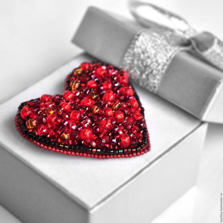 Купить Брошь сердце. Брошь сердечко из бисера и бусин - Броши ручной работы, броши спб