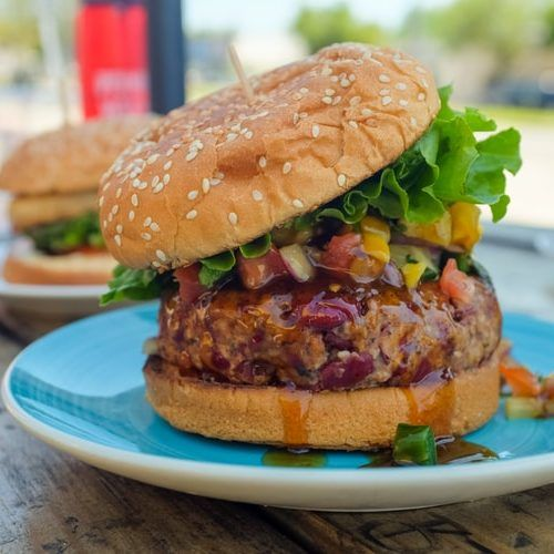 Venison Burger 🍔 weighing in at these burgers are rich in protein and lower in calories. A simply stunning alternative to the traditonal burger that looks marvellous on any menu! Venison Burgers, Rich In Protein, Vegan Dishes, Salmon Burgers, Pizza, Good Food, Food And Drink, Veggies, Menu