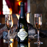 From Argyle, Willamette Valley Brut, a sparkling wine made from 63% Oregon Pinot Noir and 37% Oregon Chardonnay.  Tasty!