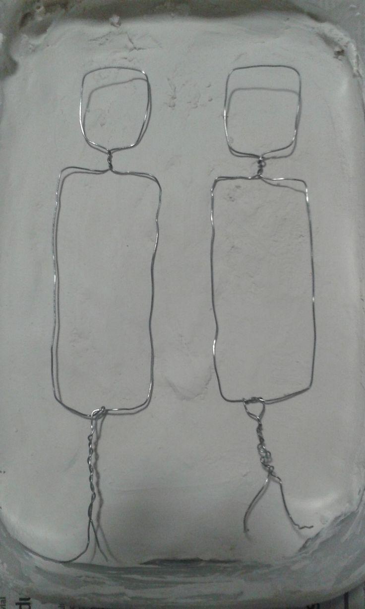 Pequeños armazones de alambre que se sumergirán en el yeso.