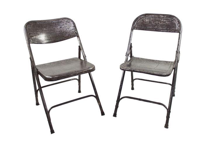 Folding chairs! Sillas plegables metálicas perfectas para preparar un picnic en la terraza o para montar una barra de bar. Al ser plegables se almacenan fácilmente.