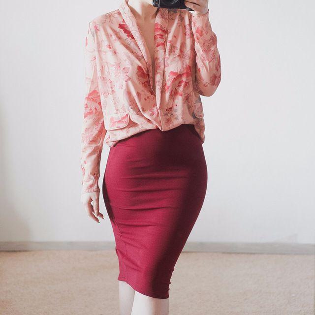 #newlook #fashion #style #daily_look #юбка #карандаш #skirt #wine #red Девчонки, я коротко. Юбка супер…облегающая. И всего за 3000 тенге!)) По качеству вроде без косяков, но детальные фото вам к рассмотрению. Цвет винишка — это фаворит в моем блоге, ежу понятно. Ткань очень тянется!...