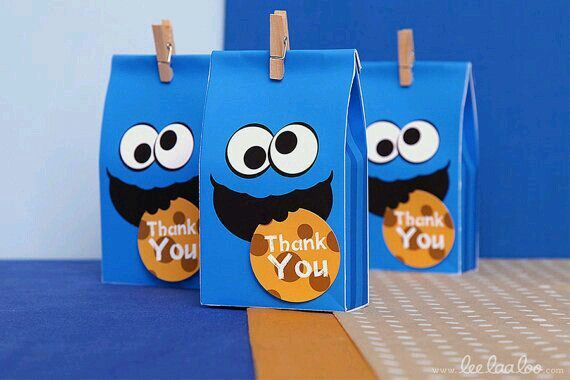 Cookie Monster party bags with thankyou note.