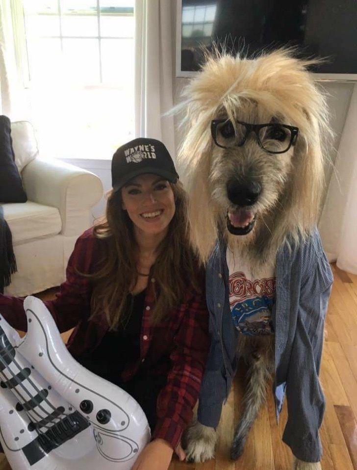 El disfraz de esta chica y su perro basado en la película El Mundo de Wayne es simplemente genial