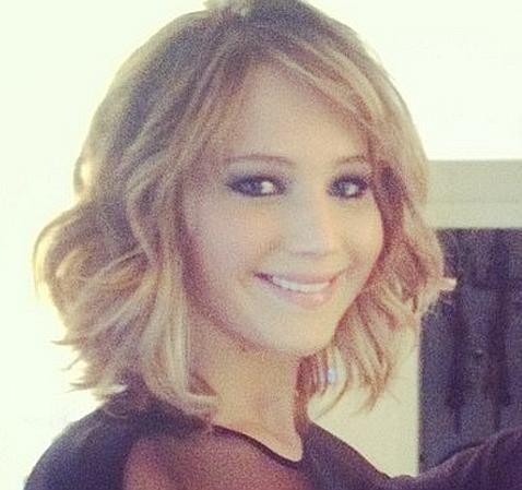 Jennifer Lawrence The curly/ wavy bob. Maybe my next haircut.