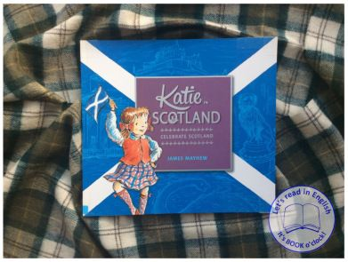 Katie to postać literacka, która co i rusz zabiera czytelnika w czarujące miejsca, fundując mu niezapomniane przygody. Ostatnio mieliśmy okazję wybrać się z nią, jej młodszym bratem i babcią w podróż po Londynie (KATIE IN LONDON), dziś ta wyjątkowa bohaterka zabierze nas do Szkocji.