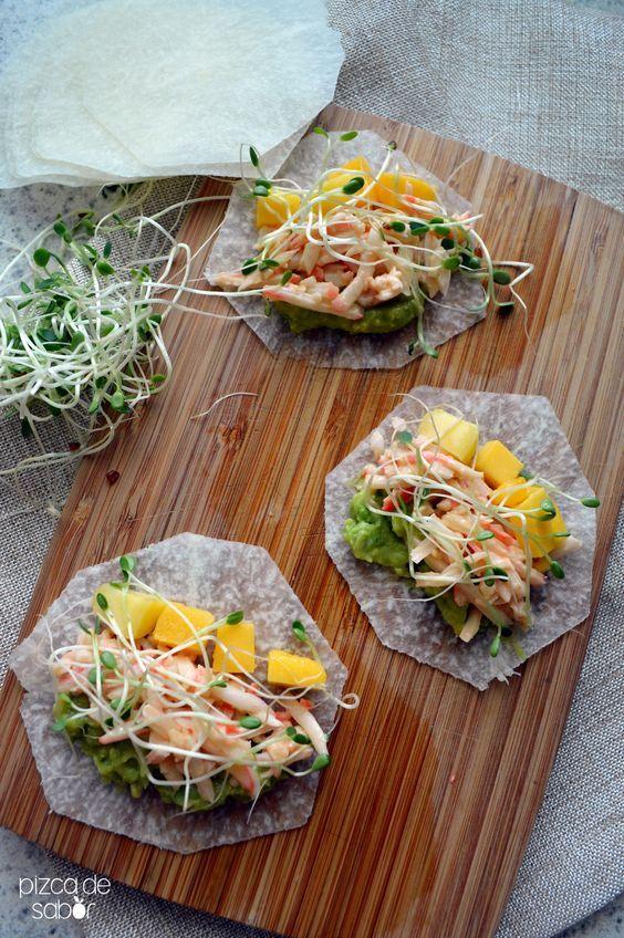 Tacos met surimi, mango en avocado