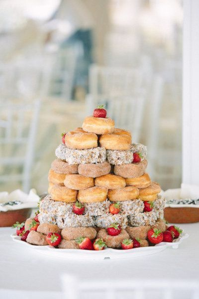 ウェディングケーキの代わりになる♡可愛くって食べやすい、今人気の『ドーナツタワー』9選♡にて紹介している画像
