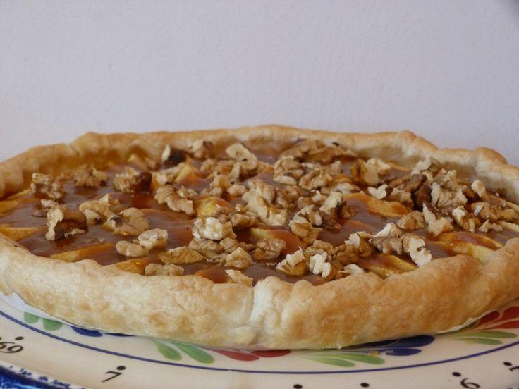 Tarte aux pommes, coulis de caramel et éclat de noix